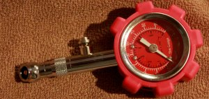 Heavy Duty Tire Pressure Gauge by Federico's Car Care